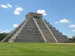 Chichén Itzá, pirámide escalonada del Castillo