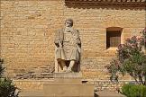 Estatua de Miguel Servet en Villanueva de Sijena.
